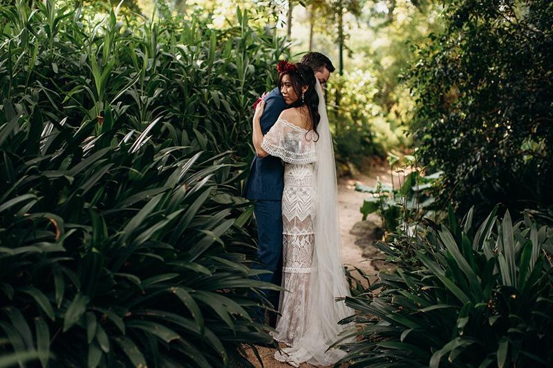 Couple hugging fitzroy garden