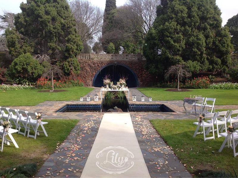 Elopements in Melbourne CBD Woman Pioneer gardens